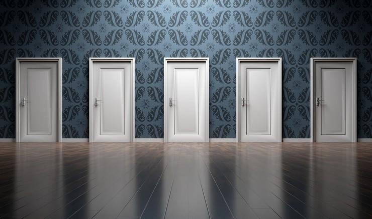 En række af døre